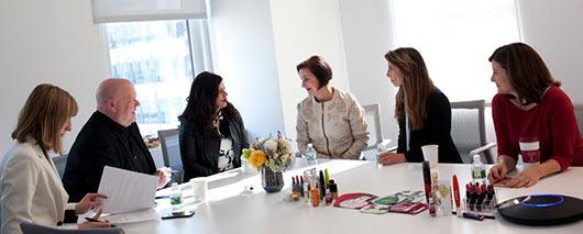 Avon раскрывает Представителям свою формулу современной красоты