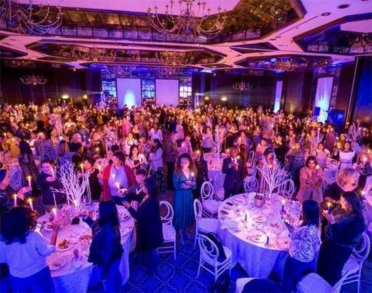 8-я ежегодная церемония зажигания свечей Avon Light Up to Speak Out